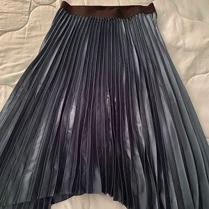 Asymmetrical pleaded skirt